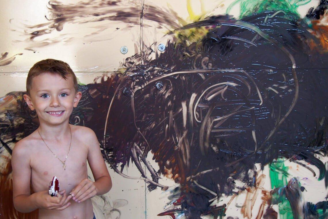 Chłopiec podczas Arteterapii