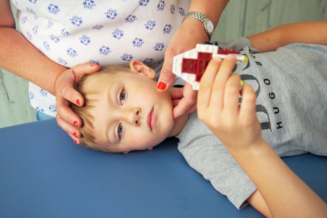 chłopiec na terapii w ASTO
